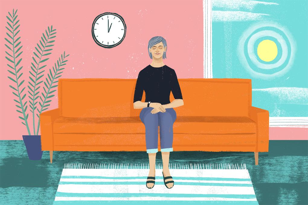 mujer en sofa